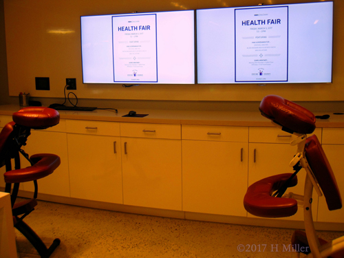 MCM//McCann Employees Receive Chair Massage